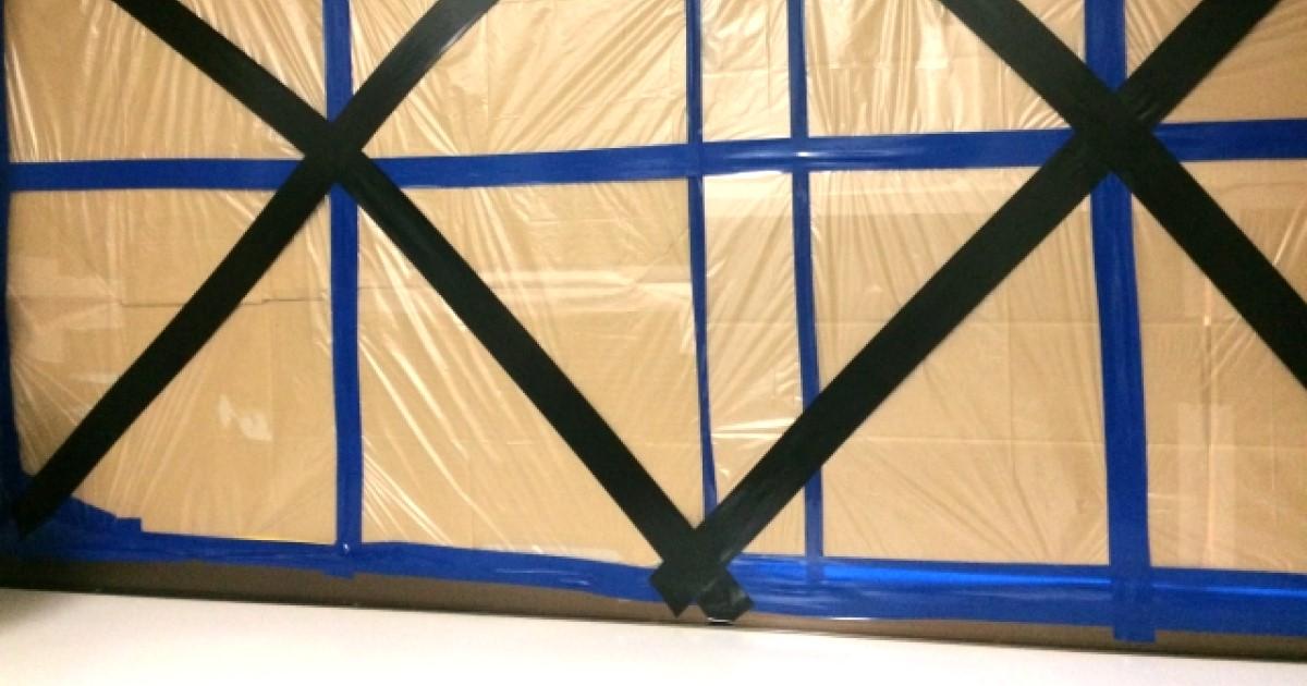 台風の窓ガラス対策!シャッターがなくてもガムテープと〇〇で対応可