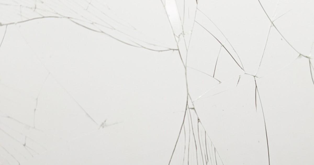 ガラスのひび割れが起きる3つの原因!修復法や修理費用の相場まとめ