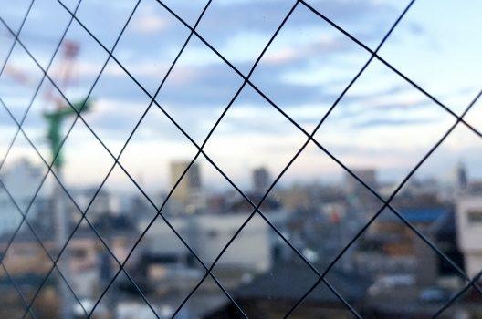 網入りガラスはとくに注意!熱割れしやすいのはなぜ?